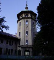 昭和塾堂と城山八幡宮